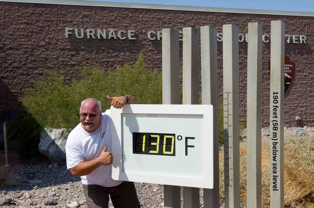 Temperature-gauge-at-the-Furnace-Creek-Visitor-Center-in-Death-Valley-National-Park-2013578.jpg