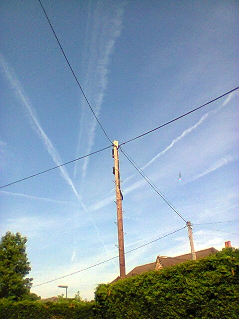Photo0035_Criss-Cross_in_the_sky_2014_06_22