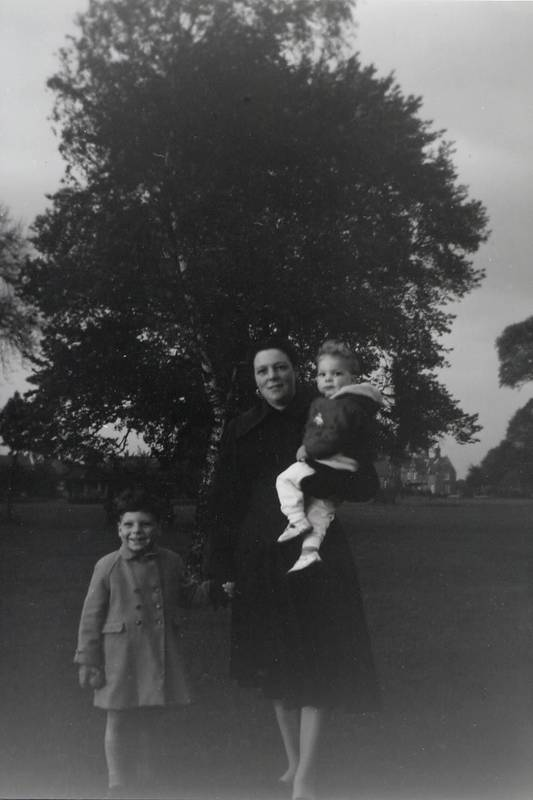 Hayles family in Barra Hall Park