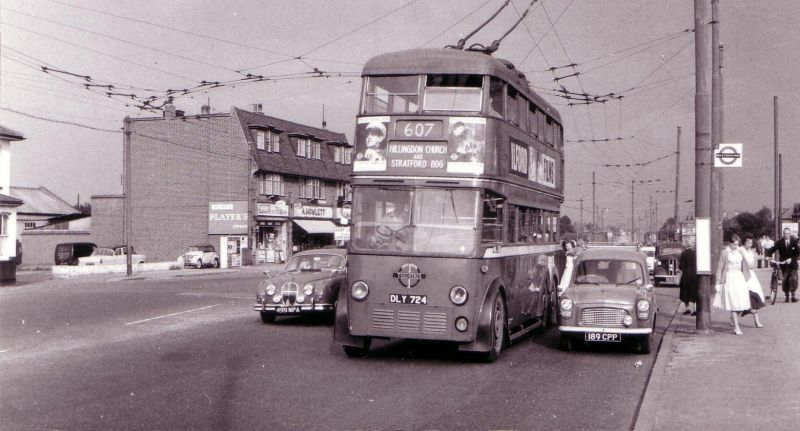 Trolley_bus_at_Hayes_End_