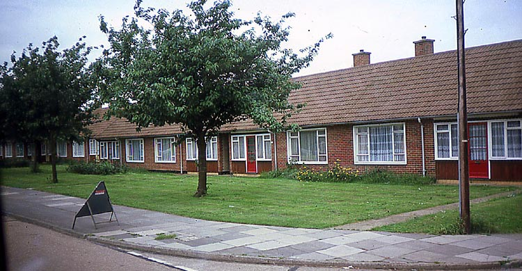 012_June_1981_HAYES_OAP_housing_vicinity_of_Wood_End_Rd