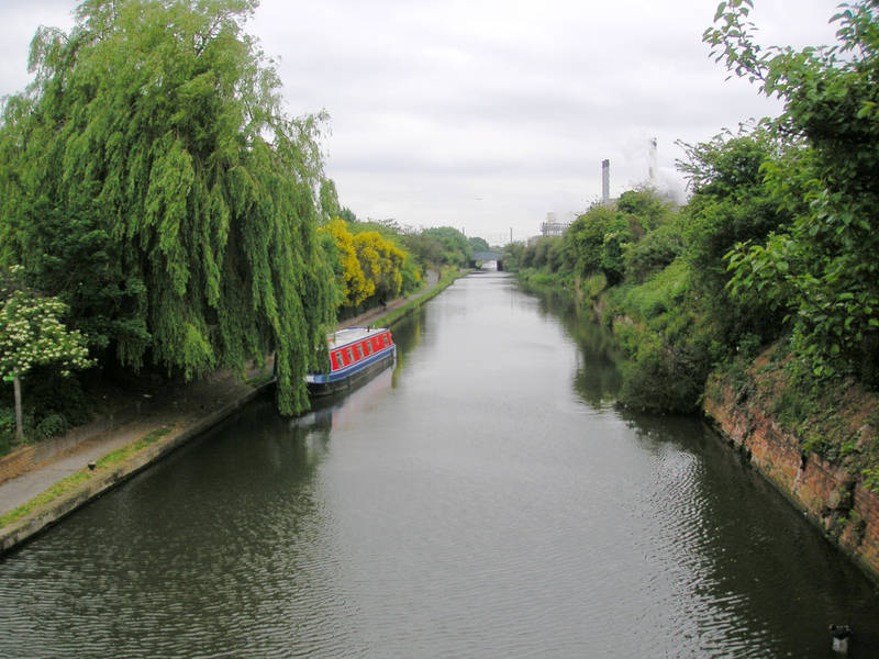 June 2005 Grand Union Canal Looking East from Station Road
